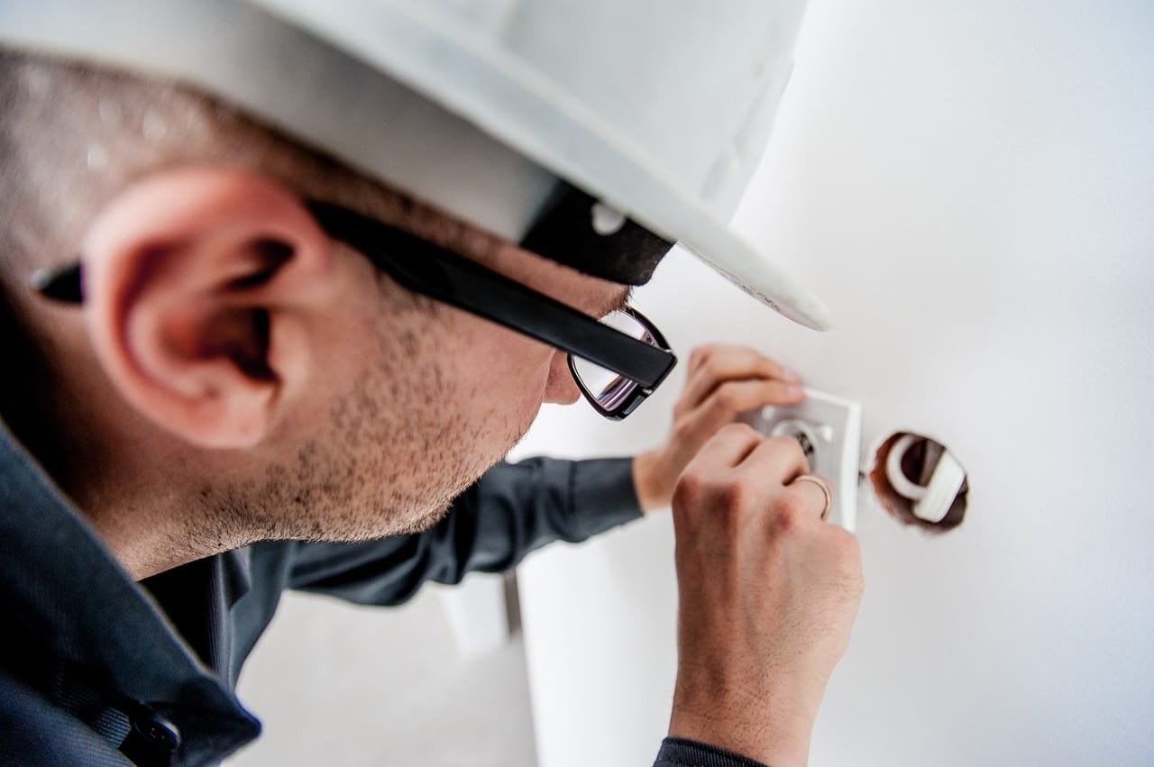electrician-repairing-outlet