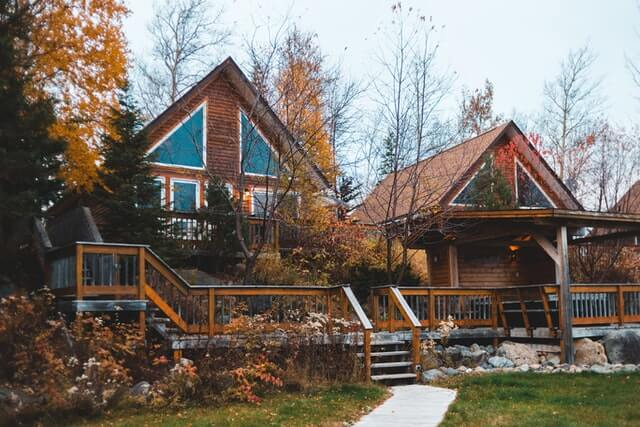 beautiful-cabin-with-trees-in-autumn